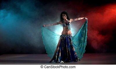 beau, bleu, danse lente, bleu, danseur, déguisement, moderne, jeune, mouvement, fumée, ventre, noir, commencer, exotique, rouges
