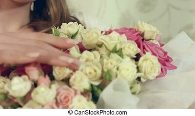 beau, bouquet, grand, roses, poser, délicat, portrait, girl