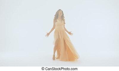 beau, chante, chanteur, long, wall., fond, robe blanche