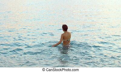 beau, cheveux, femme, long, eau, venir, bronzé, dehors