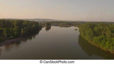 beau, city., prise vue., aérien, sur, voler, appareil photo, 4k, petit, panorama., vue., paysage rivière