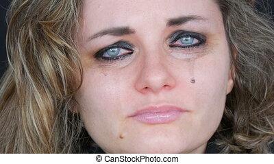 beau, crise nerfs, makeup., bas, fin, girl, désespoir, jeune, malheureux, larmes, fond, noir, pleurer, vrai, femme, cris, courant, lavage, fermé, haut, figure, veste, vue