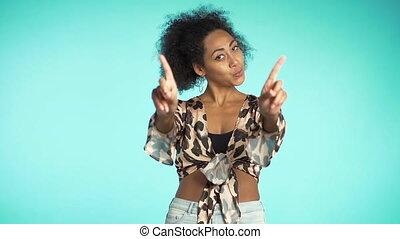 beau, désapprouver, girl., négation, femme, non, motion., rejeter, ne pas être d'accord, faire, portrait, lent, signe, nier, africaine, gesture., main, doigt