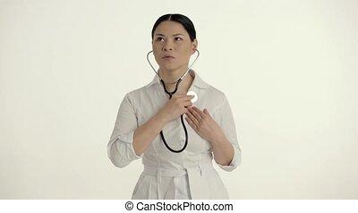 beau, docteur, femelle asiatique, pulsation, écoute