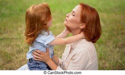 beau, extérieur, elle, mère, baisers, enfant
