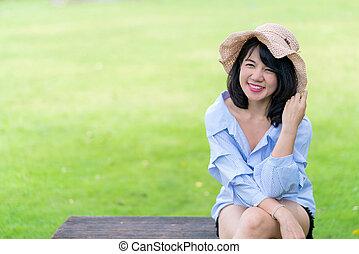 beau, extérieur, parc, jeune femme, sourire