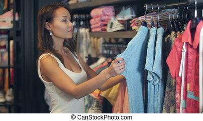 beau, femme affaires, achat vêt