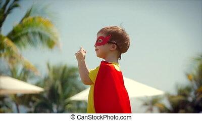 beau, garçon, peu, concept, superhero, héros, masque, manteau, considérer, déguisement, habillé, childhood., valeur, hands., heureux
