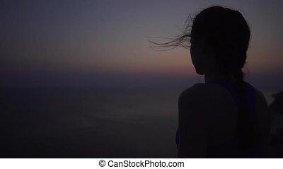beau, gros plan, fort, silhouette, wind., sportive, ou, jeune, caucasien, préparation, océan, fond, méditation, formation, girl, levers de soleil, avant
