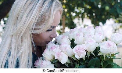 beau, jardin, bouquet, grand, roses, girl