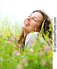 beau, jouir de, femme, pré, nature, jeune, flowers., mensonge