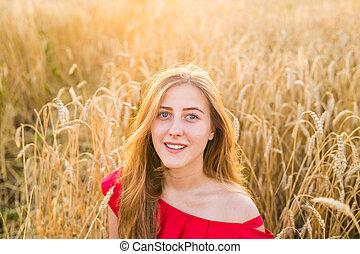 beau, jouir de, femme souriante, sain, nature., jeune, champ, girl, outdoors.