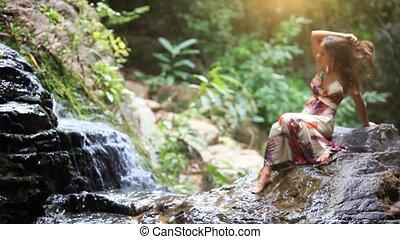 beau, koh, femme relâche, waterfall., jeune, merveilleux, thailand., forêt, hd., samui., 1920x1080