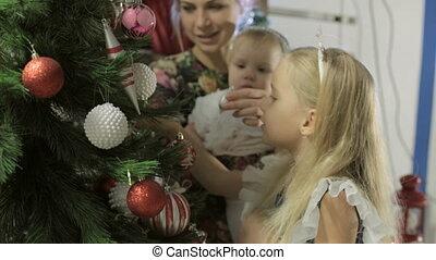 beau, mignon, peu, arbre, décore, longs cheveux, blonds, girl, robe, noël