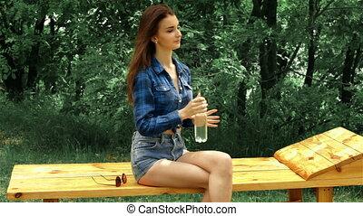 beau, mince, séance, boisson, banc, eau, girl
