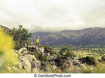 beau, montagnes, concept, reussite, randonnée, regarder, homme