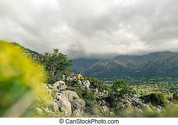 beau, montagnes, regarder, randonnée, homme