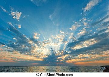 beau, nuages, soleil, sur, monture, mer