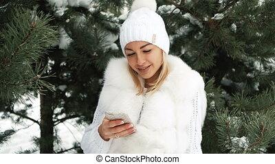 beau, paysage., écouteurs, hiver, femme, musique, écoute