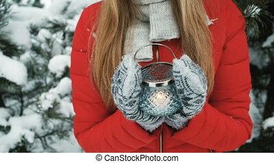 beau, paysage., femme, hiver, fond, tenue, lanterne