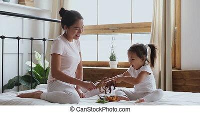 beau, petit, asiatique, jeune, jouets, jouer, femme, ethnicité, daughter.