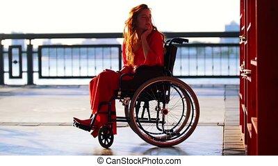 beau, prend, roux, étagère, fauteuil roulant, livre, girl, dehors