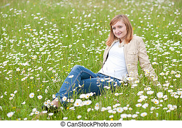 beau, reposer, femme, parc, jeune, herbe champ