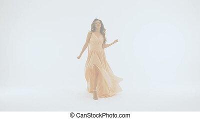 beau, robe, lent, chante, emotionally, long, mouvement, arrière-plan., elle, girl, blanc
