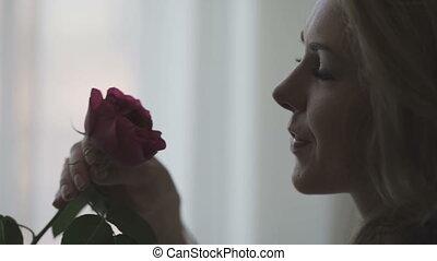 beau, rose, femme, rouges, sentir