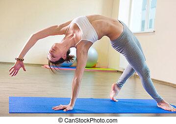 beau, séance entraînement, femme, yoga, jeune