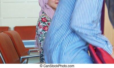 beau, salle, chaises, musulman, filles, attente, assis, vêtements