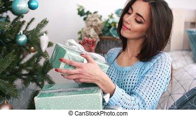 beaucoup, boîtes, femme souriant, cadeau