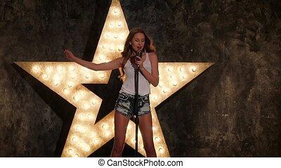 belle femme, étoile, mouvement, fond, lent, retro, briller, microphone