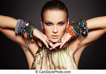 belle femme, bracelets