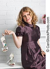 belle femme, chaussures, tenue, à hauts talons