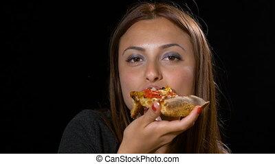 belle femme, elle, favori, couper, closeup, apprécier, pizza