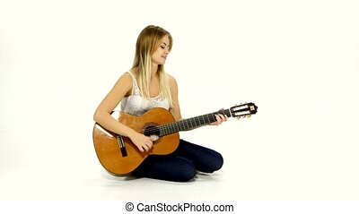 belle femme, guitar., jeune, caucasien, désinvolte, jouer