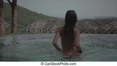 belle femme, jeune, bains de soleil