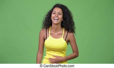 belle femme, jeune, hispanique, rire, heureux