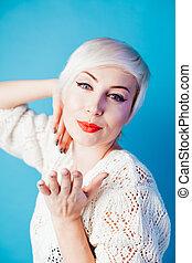belle femme, portrait, cheveux, blond, court, mode