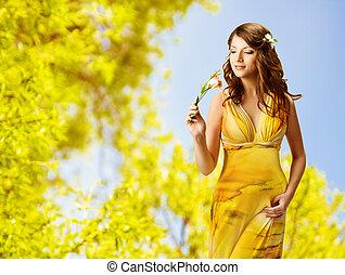 belle femme, printemps, fleurs jaunes, sentir, portrait, girl, robe