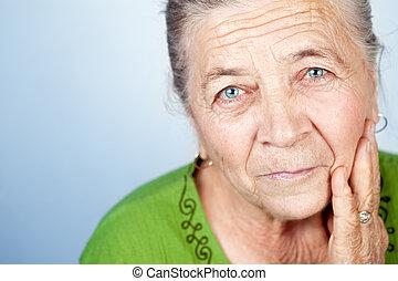 belle femme, vieux, figure, contenu, personne agee