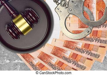 belorussian, rubles, concept, menottes, 5, procès, bribery., ou, desk., marteau, impôt, tribunal, factures, action éviter, police, judiciaire, juge