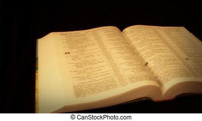bible, appareil photo, mouvement