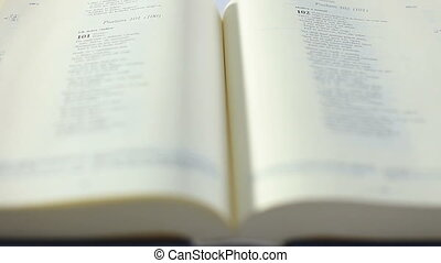 bible, défilement, livre, main