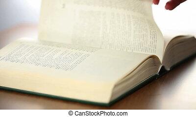 bible, femme, défilement, livre, main