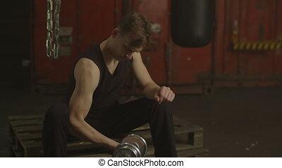 biceps, dumbbells, gymnase, exercisme, musculaire, homme