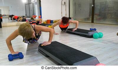 biceps, résoudre, gymnase, femmes