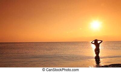 bikini, coucher soleil