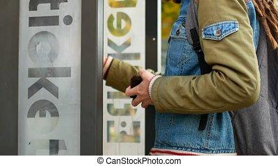 billet, hipster, transport, public, dreadlocks, terminus bus, subway., électronique, ou, achats, touriste